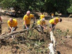 Волонтеры работают над восстановлением Брюсселя после разрушительного наводнения (Бельгия)